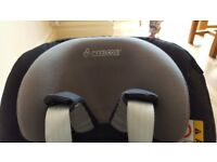 Maxi-Cosi 2 Way Pearl ISOFIX car seat WITH ISOFIX BASE