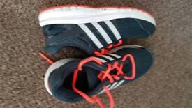 Boys addidas trainers size 5 in very good condition