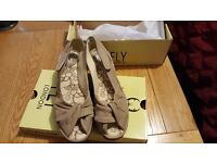 Beautiful ladies Fly shoes size 39