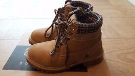 Wrangler Yuma Creek Boots kids size 10