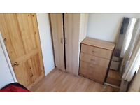 NICE DOUBLE ROOM IN BOW