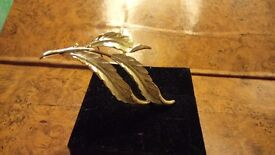 Vintage leaf design brooch