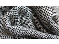 Black and white H&M tube knitted scarf