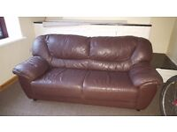 brown leather settee nothing rong with it £20