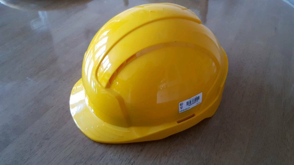 Screwfix hard hat. Good as new. In excellent condition.