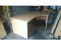 Ergonomic / corner desk - can deliver