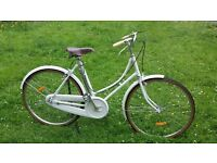 White vintage Pashley Look alike 19in frame 115 pounds