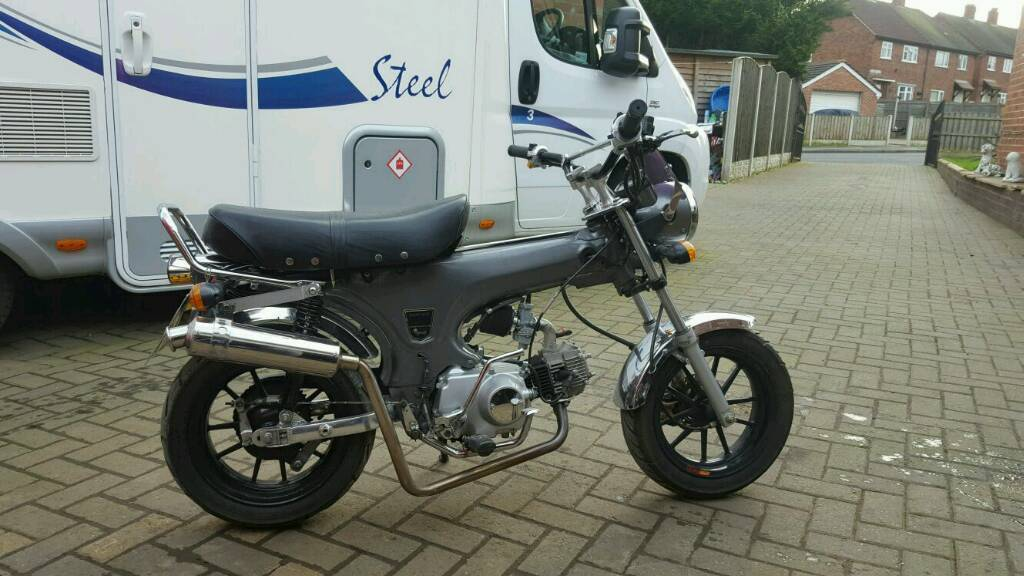 honda dax replica with 140cc engine in normanton west. Black Bedroom Furniture Sets. Home Design Ideas
