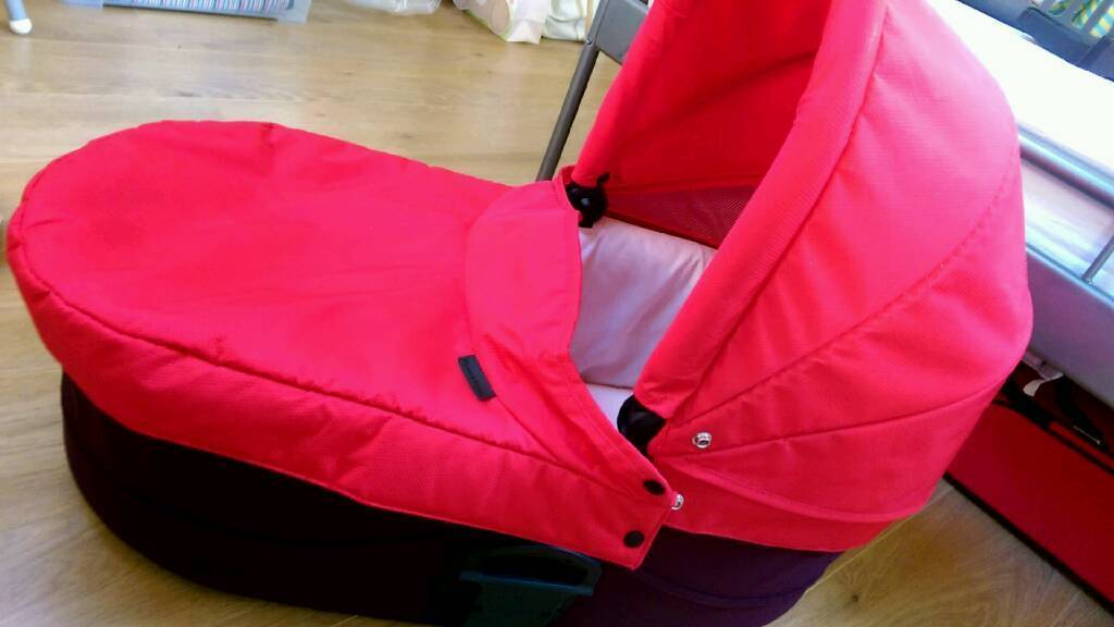 Baby carrycot / travel cot
