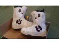 Ladies burton snowboard boots size 6