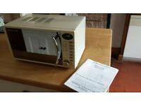 RUSSELL HOBBS 700w microwave