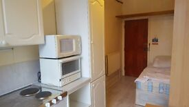 BRIGHT BEDSIT WITH A BALCONY AVAILABLE NOW ON EXCELLENT LOCATION