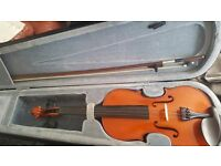 4/4 size violin excellent condition with extras