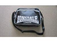 Lonsdale shoulder messenger bag black/white