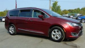 2017 Chrysler Pacifica TOURING L PLUS - ONLY 13,000 KMS
