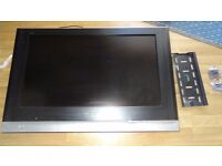 Panasonic tx-32lxd500 TV Television - Freeview, HD Ready, 2x Remote, Wall Bracket, Screws (no stand)