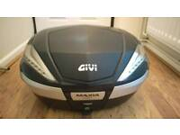 Givi Maxia 4 V56 Monokey 56 litre motorbike top box and bracket
