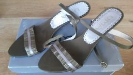 Uma olive green strappy shoes - Brand new - size 40