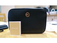 Michael Kors FULTON Leather Small Cross body Bag Size NS 10 inches 35S7GFTC3L(New)