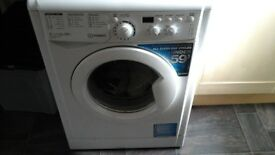 Indesit wasing machine 6kg. 2 years old.