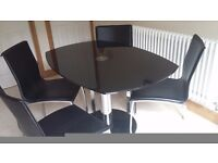 Extendable glass table and four chairs