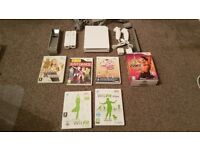 WHITE NINTENDO WII CONSOLE WITH GAMES