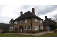 Short Term Weekly Accommodation - 6 Bed House (Gatwick)