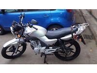 Yamaha ybr 125 for sale - silver, 2010 model, 22000 miles, £525 ono