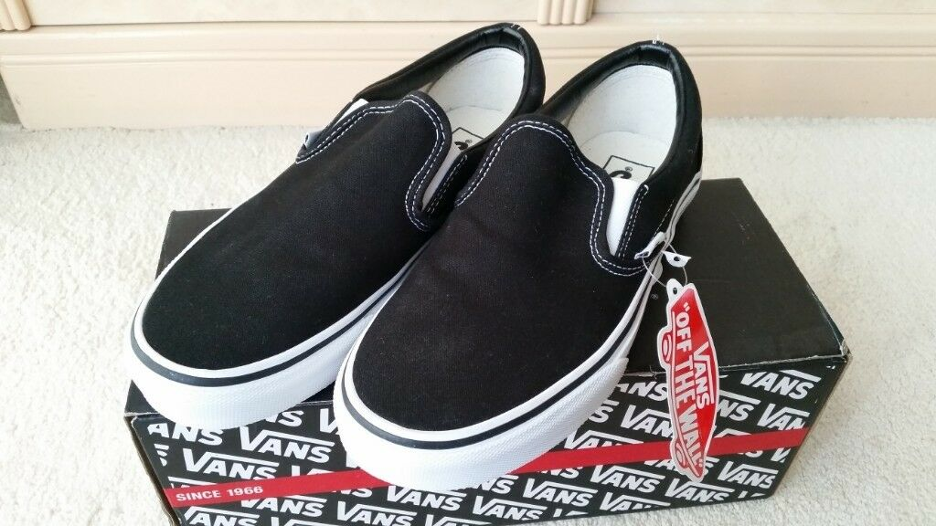 210194360bbe33 Vans Classic Slip Ons Black   White Canvas BRAND NEW NEVER BEEN WORN