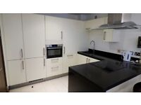 Beautiful 1 Bed Riverside Flat With Parking Inc Ideal For Couple Close To Clapham Junction Station