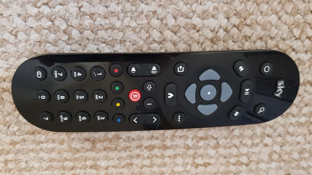 Sky Q  Remote control £5 | in Hull, East Yorkshire | Gumtree