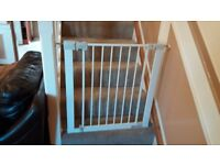 Baby stairs safety gate