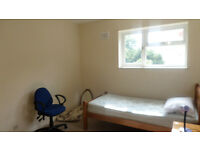 Lovely, Large & Cosy Semi-double bedroom at Mill Road (CB1 3AS)