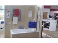 Bath 1600mm x 700mm c/w Bath Filler and Bath Screen ( Ex-Display )