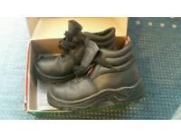 Safety boots Uk size 6 hardly worn