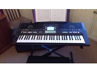 Yamaha PSR S550 Electric Keyboard and accessories