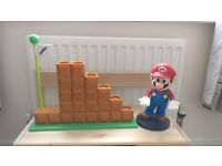 Amiibo End Level display stand & Mario DS holder (can be sold separately)