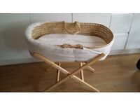 Mosses basket with stand & mattress