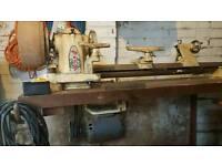 Wood turning lathe