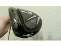 DRIVER Titleist 915 d3. 10.5 degrees adjustable. IMMACULATE CONDITION. with headcover and tool.