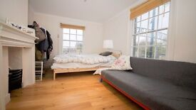 **BRIGHT STUDIO AVAILABLE NOW** GREAT VALUE!! FURNISHED!! IDEAL LOCATION!! ANGEL, ISLIGNTON, N1!!