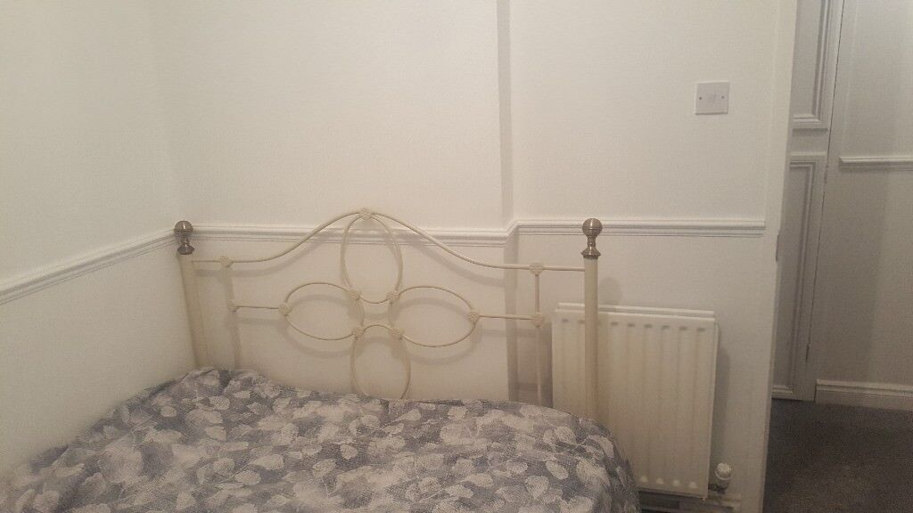 1 bed to let furnished