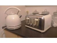 Cream kettle and toster