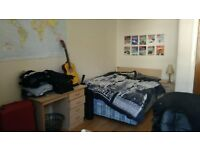 Spacious Room to rent in a 3 man Flat - West End - July/August - Available weekly