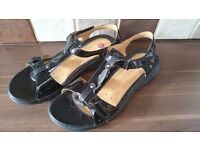 Clarks size 5 sandals in Excellent condition