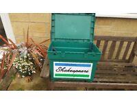 Green Shakespeare fishing box.