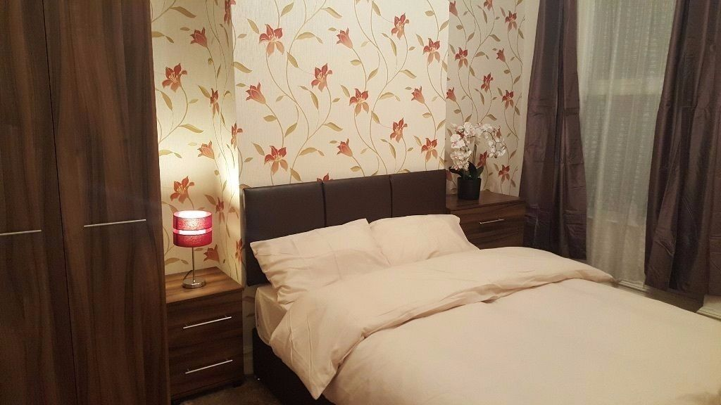 LARGE DOUBLE ROOM IN A NEWLY REFURBISHED HOUSE! GREAT LOCATION!