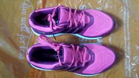 New Adidas techfit size 5 Mi. Energy boost.
