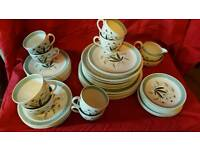 """VINTAGE ALFRED MEAKIN """"HEDGEROW"""" DINNER TABLE WARE"""