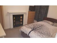 double room in renovated house 10 min walk to lace market